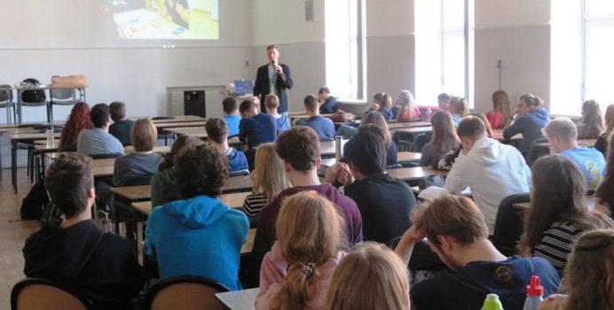 Prelekcja na temat krwiodawstwa w liceum Zamojskiego