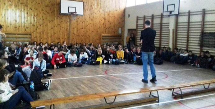 Prelekcja na temat krwiodawstwa w liceum Powstańców Warszawskich